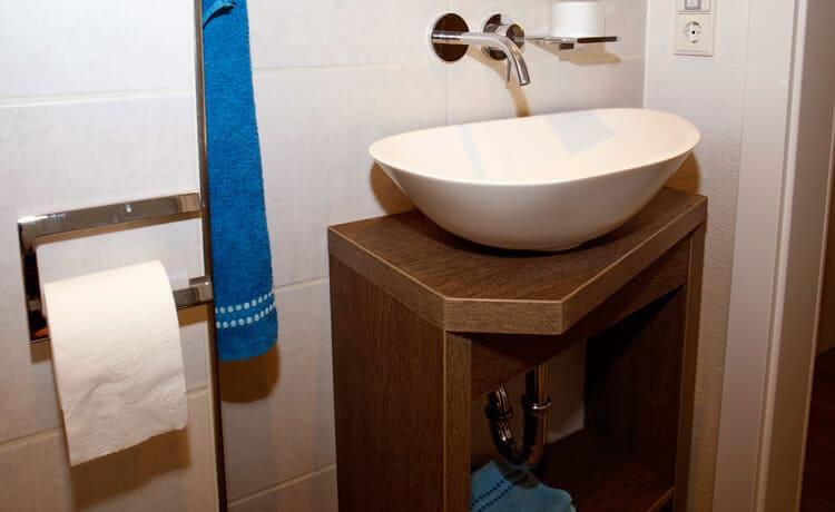 Gästebad auf kleinem Raum mit reichlich Platz für alles nötige.